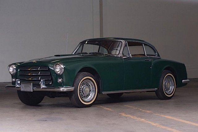 Part of the auction, the 1954 Edwards America Coupe created by Californian Sterling Edwards (V-8 and fiberglass body) to market against cars like the Ferrari 195 and 212 Inter. Car images courtesy Auctions America.