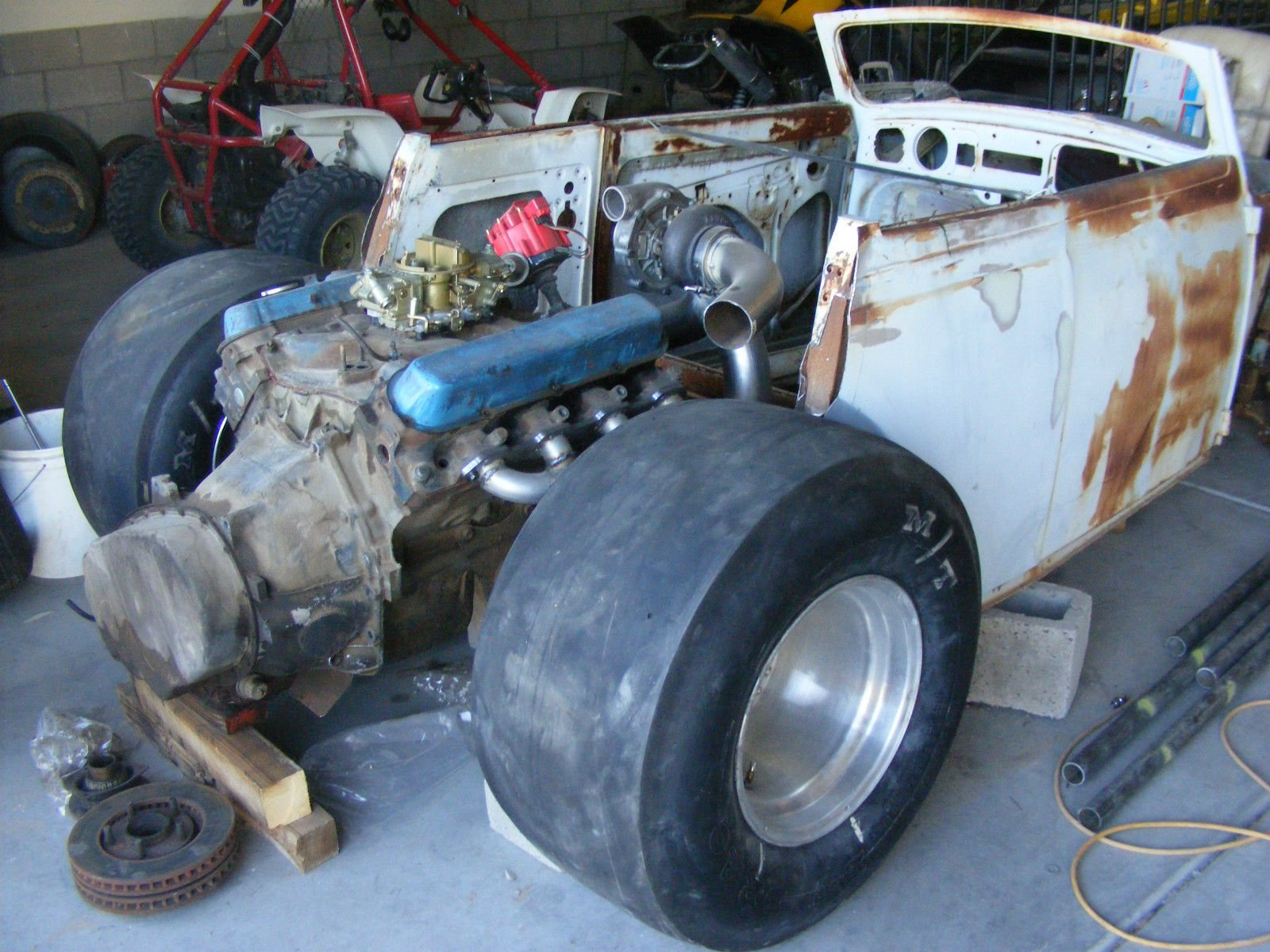 Special cars volkswagen beetle bug v8 - Playing Frankenstein With Multiple Cars Or Platforms Is Nothing New In Drag Racing And Taking A Ford Flathead V8 And Stuffing It Into A Different Chassis