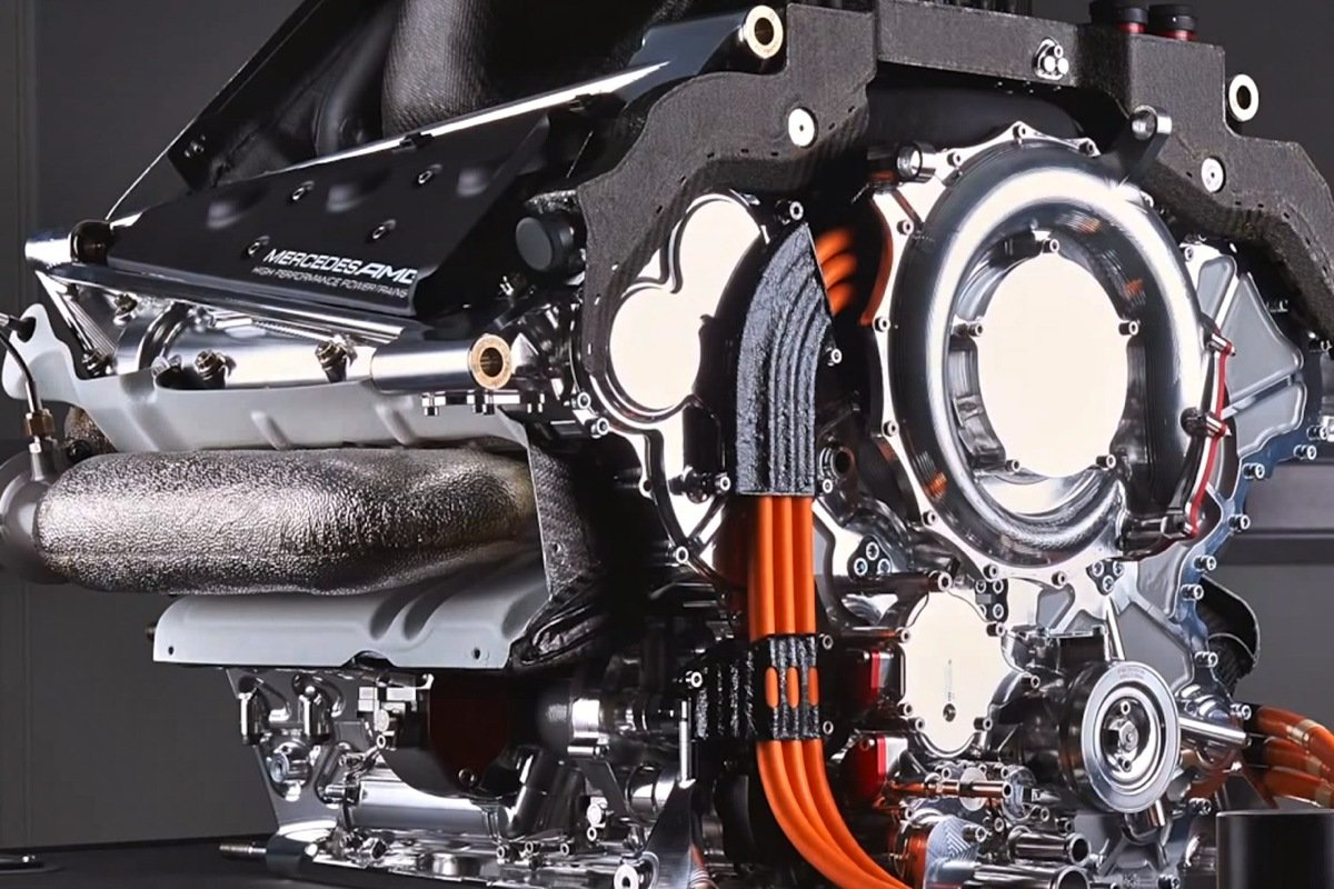mercedes f1 engine wins powertrain innovation of the year award enginelabs. Black Bedroom Furniture Sets. Home Design Ideas