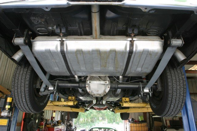This your typical leaf spring suspension set-up. This particular set-up is a mono-leaf, which means it uses one leaf, not multiple leafs. Most factory leaf spring suspensions use multiple leafs, but most performance arrangements go to a single leaf arrangement.
