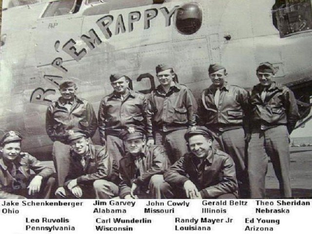 The crew of Rap'em Pappy and their B-24.