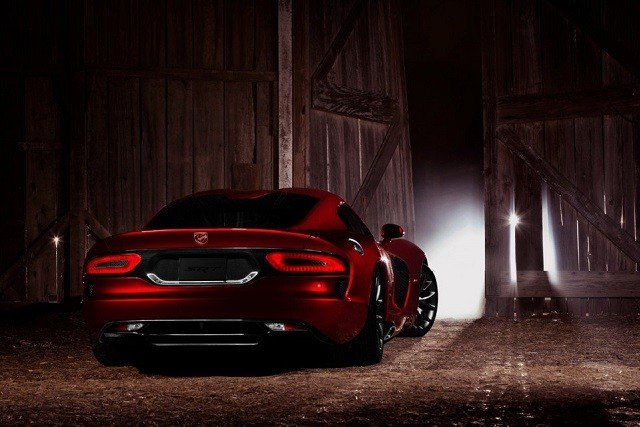 2013-srt-viper-rear-view