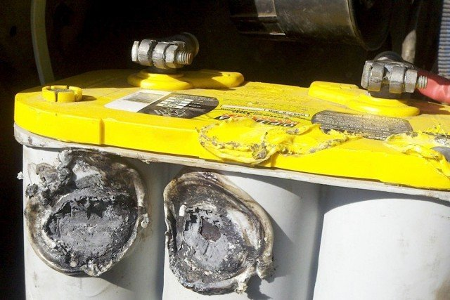 We are not the only ones who have put a YellowTop to the test. John Cerejo had his battery get knocked out of the bracket which melted it. The battery was still fully functional after the burn.