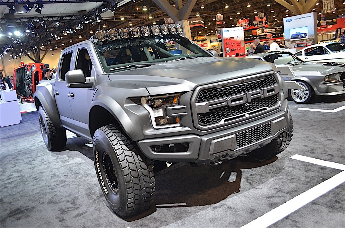 brad deberti builds first 2017 ford raptor prerunner jungle fender flares best 4x4 flares. Black Bedroom Furniture Sets. Home Design Ideas