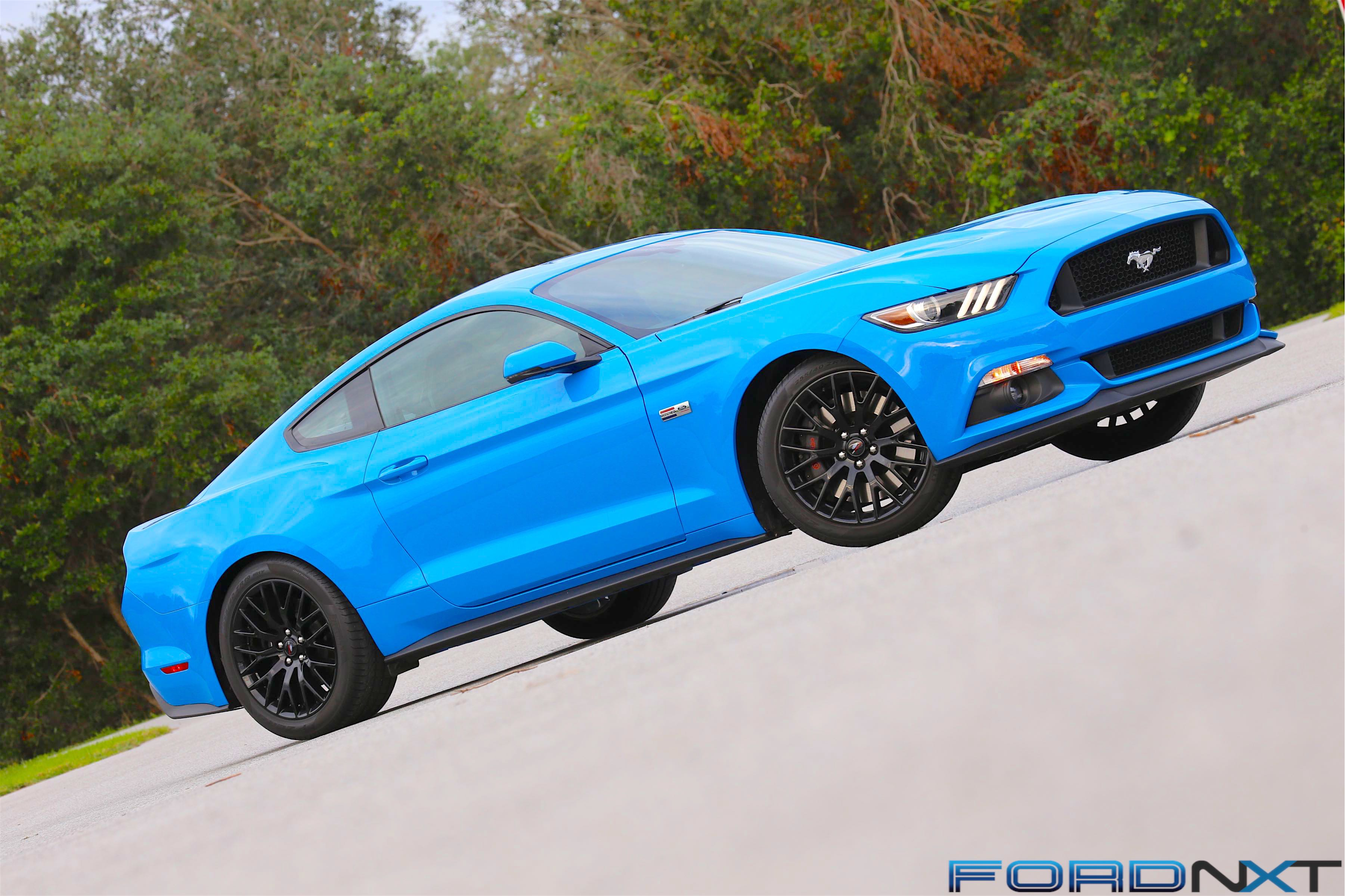 If You Didn T Look Closely For Those Tell Tale Ford Performance Badges And Center Caps Might Think This Was Just Another Grabber Blue 2017 Mustang Gt
