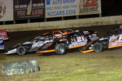 usmts-schott-wears-king-of-america-viii-crown-2018-03-18_21-55-14_412063