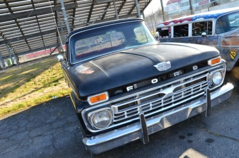 cool-fords-roam-the-swap-meet-at-atlanta-dragway-2018-04-16_01-32-59_997174