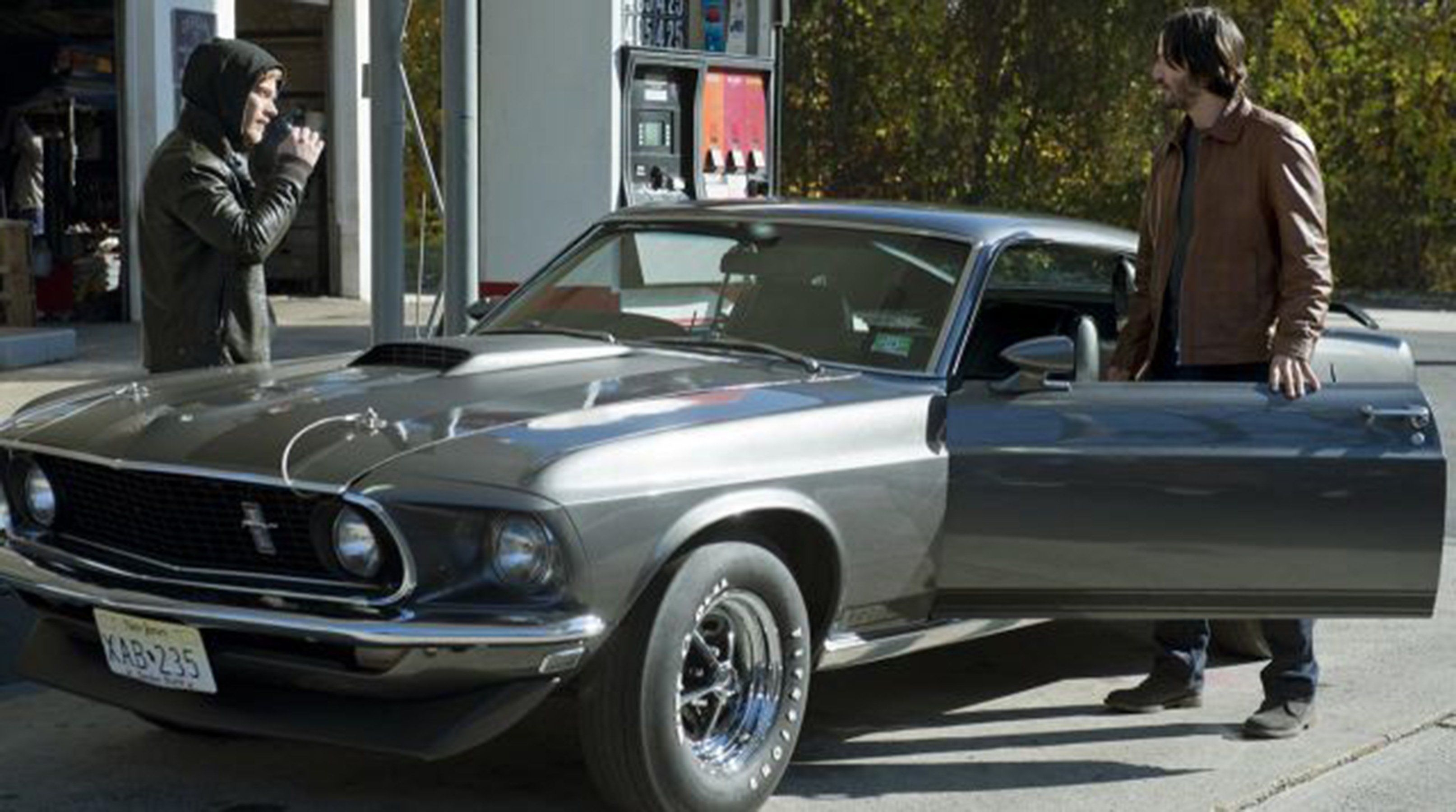 A stranger inquires about johns car and it is established that it is a 1969 boss 429 but is it for starters