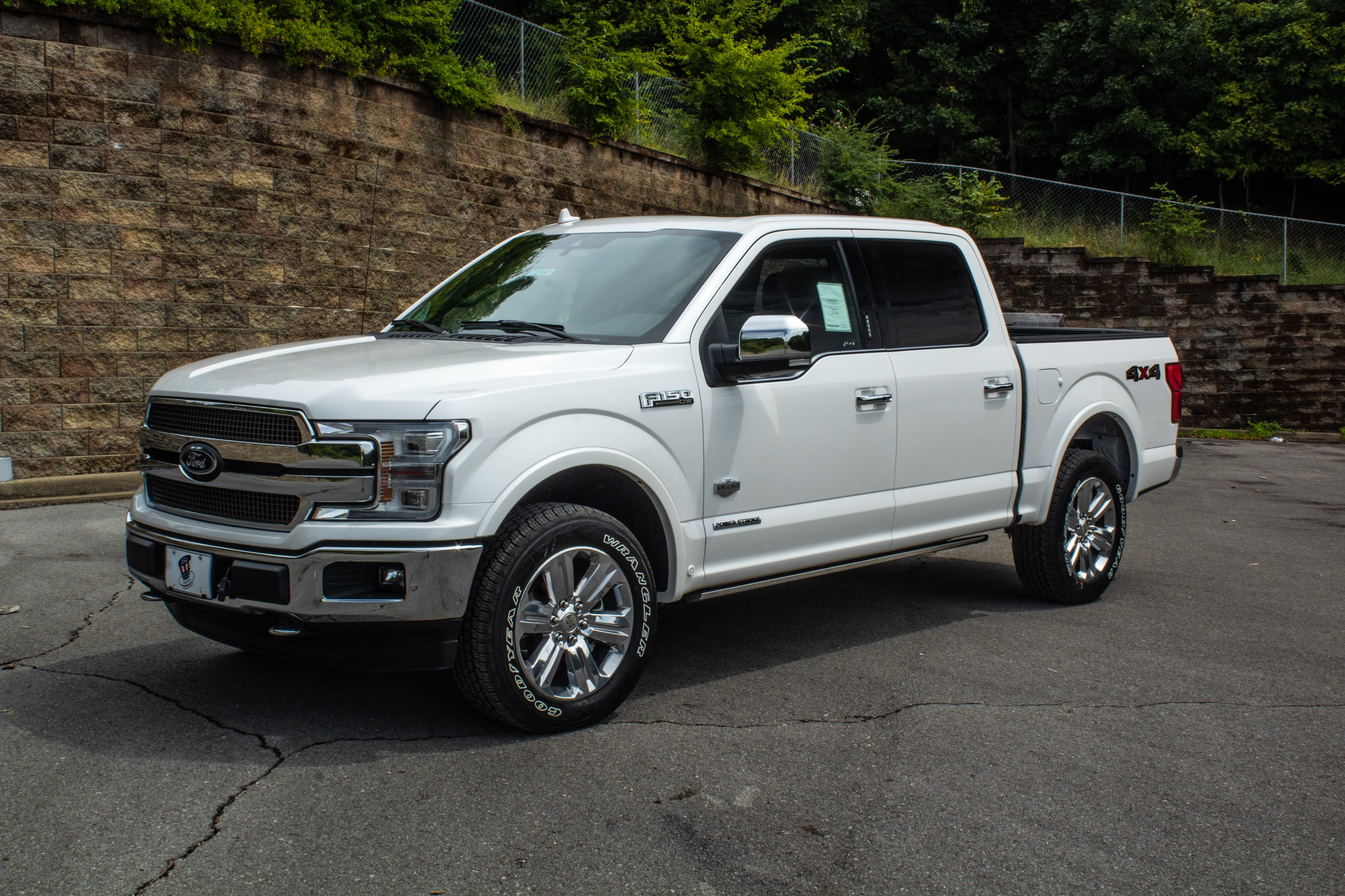 Ford offers 14 different color options on these 2018 f 150s but the white platinum in my opinion looks the best we would like to see some other colors