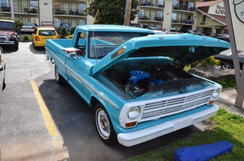 fords-take-over-the-pigeon-forge-rod-run-2019-04-15_02-24-11_367535