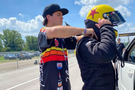 behind-the-scenes-what-it-takes-to-race-an-afuel-dragster-2021-01-22_13-38-11_995780