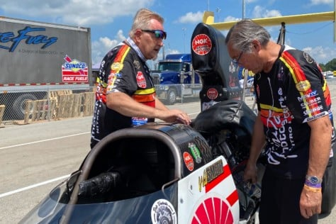 behind-the-scenes-what-it-takes-to-race-an-afuel-dragster-2021-01-22_13-38-15_365643