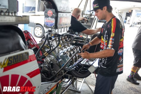 behind-the-scenes-what-it-takes-to-race-an-afuel-dragster-2021-01-22_13-40-37_397846